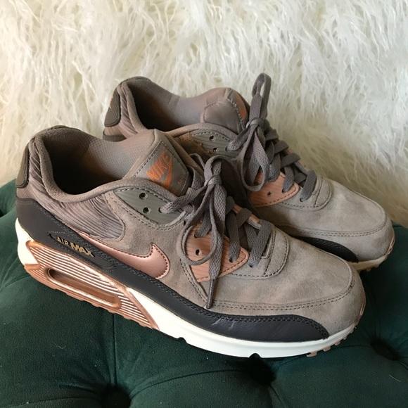reputable site 3a3b5 fd9a0 Nike Air Max 90 Leather Shoes EUC rare. M 5ac160a3a44dbec5370fde49